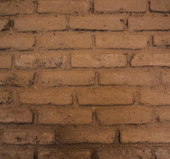 Vivienda en el Montseny, realizada en autoconstrucción. Construcción con tierra: adobe y quincha. Arquitectas : Nuria Alvarez Coll (principal), Elisabetta Carnevale